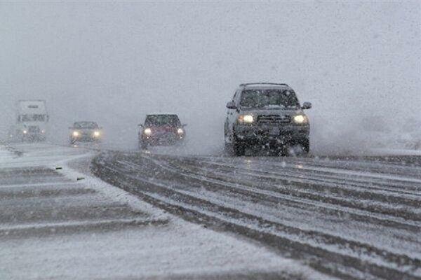 جاده های خراسان رضوی برفی و بارانی است