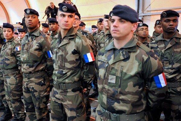 افسران ارتش فرانسه نسبت به وقوع جنگ داخلی در این کشور هشدار دادند